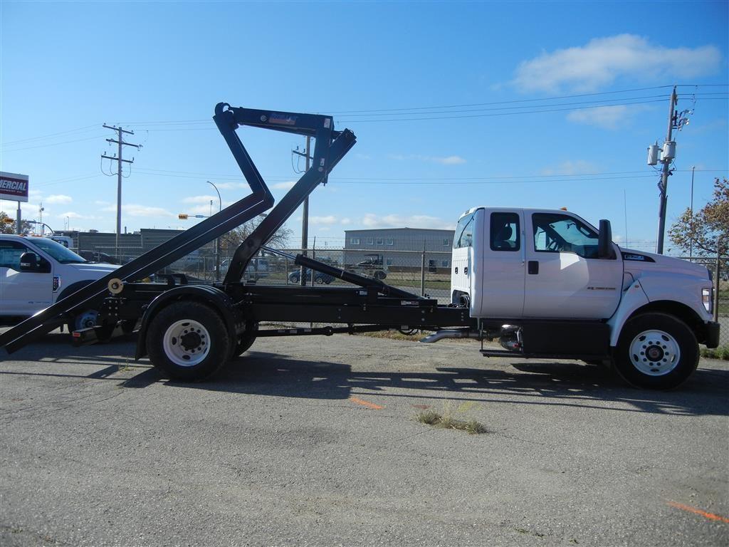 Stellar Hooklift on Ford F750