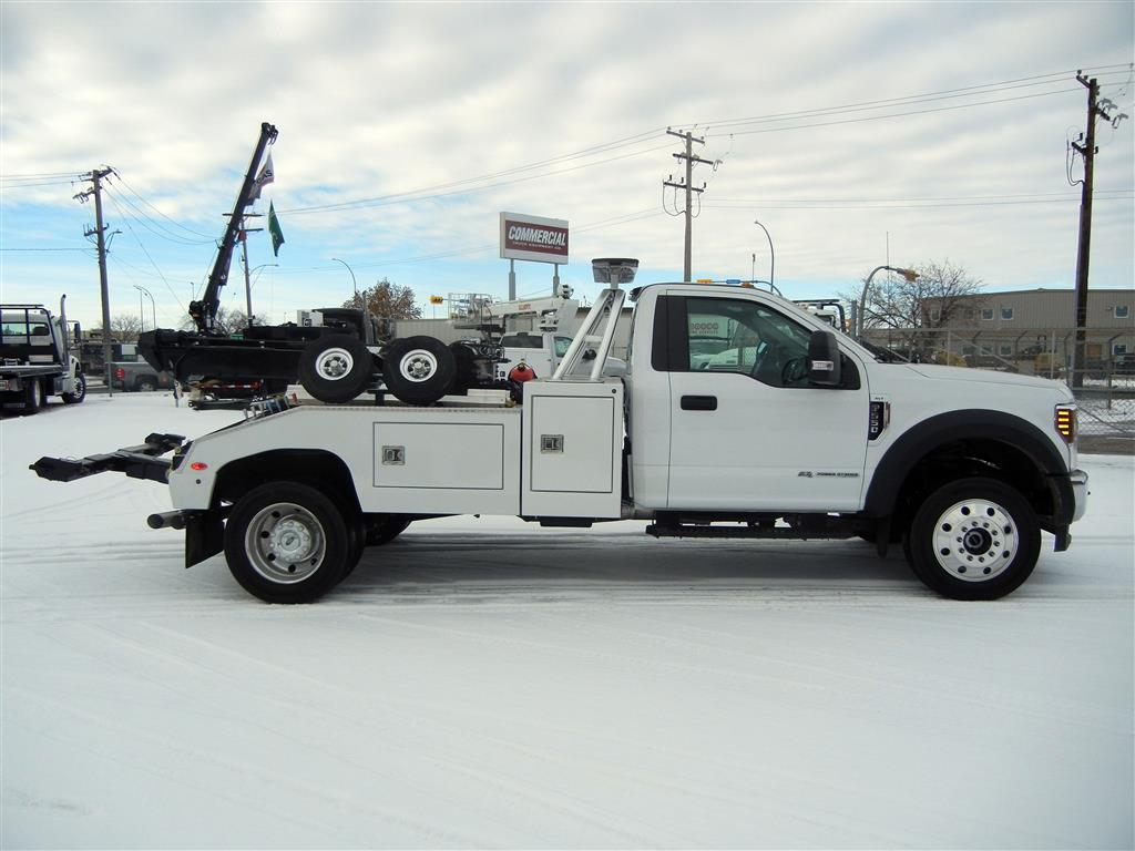 Century 612 on Ford F550